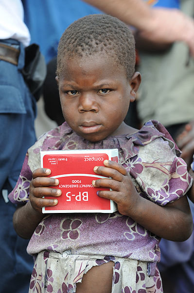 399px-distributing_food_in_congo_refugee_camp