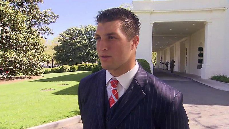 800px-tim_tebow_at_the_white_house_4-23-09_1