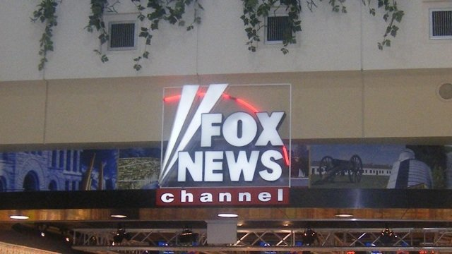 Fox_news_channel_stand2