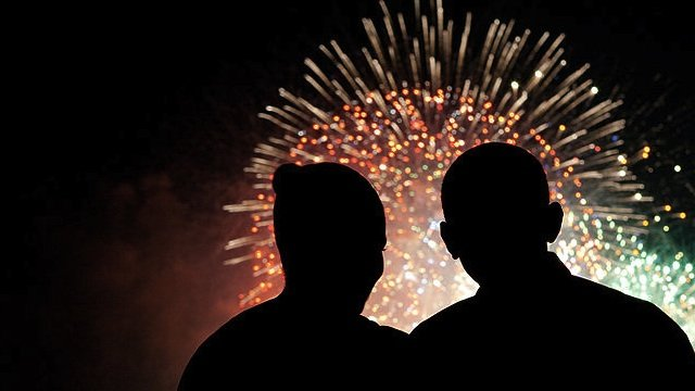 800px-president_and_first_lady_obama_watch_fireworks_07-04-092