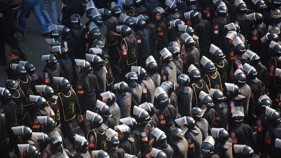 800px-central_security_forces_in_2011_egyptian_protests2