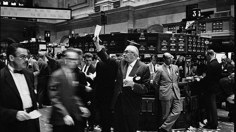 Ny_stock_exchange_traders_floor