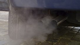 722px-automobile_exhaust_gas2