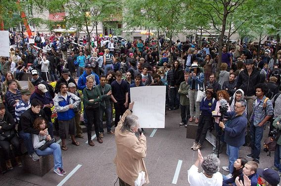 Occupy_wall_street_crowd