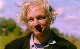 Julian_assange_happy