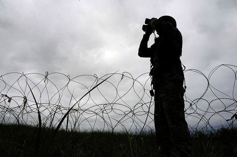 800px-flickr_-_the_u.s._army_-_searching_for_opposing_forces