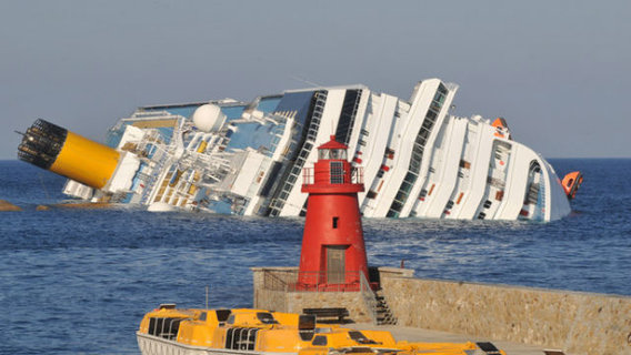 Cruise_ship_costa_concordia_runs_aground_off_24p7vmyfprzl