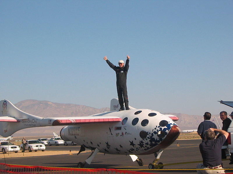 800px-spaceshipone_test_pilot_mike_melvill_after_the_launch_in_pursuit_of_the_ansari_x_prize_on_september_29__2004