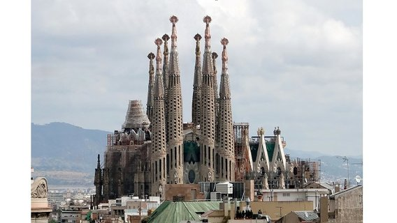 Gaudi_sagrada_familia_west