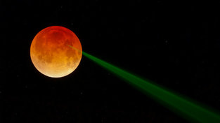Red Moon, Green Beam