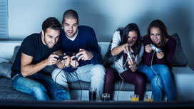 Video_gamers_on_couch