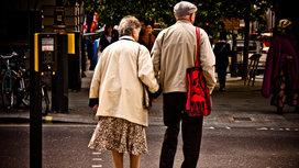 Elderly_couple_walking