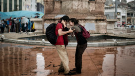 Couple_in_rain