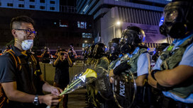 China-riot-police-flower