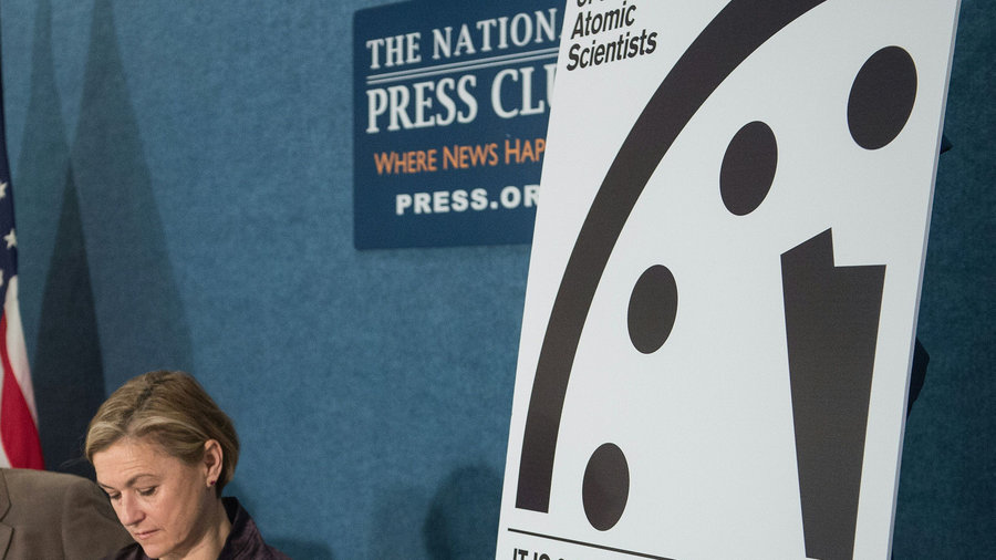 Atomic_scientists_doomsday_clock_2016