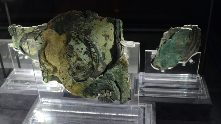 Exploded view of Antikythera mechanism