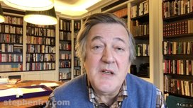 Stephen-fry-in-his-library