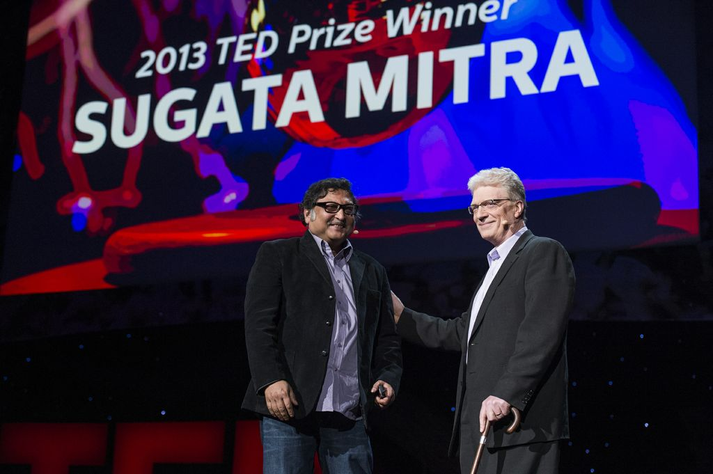 Sir Ken Robinson presenting the TED Prize to Dr. Mitra