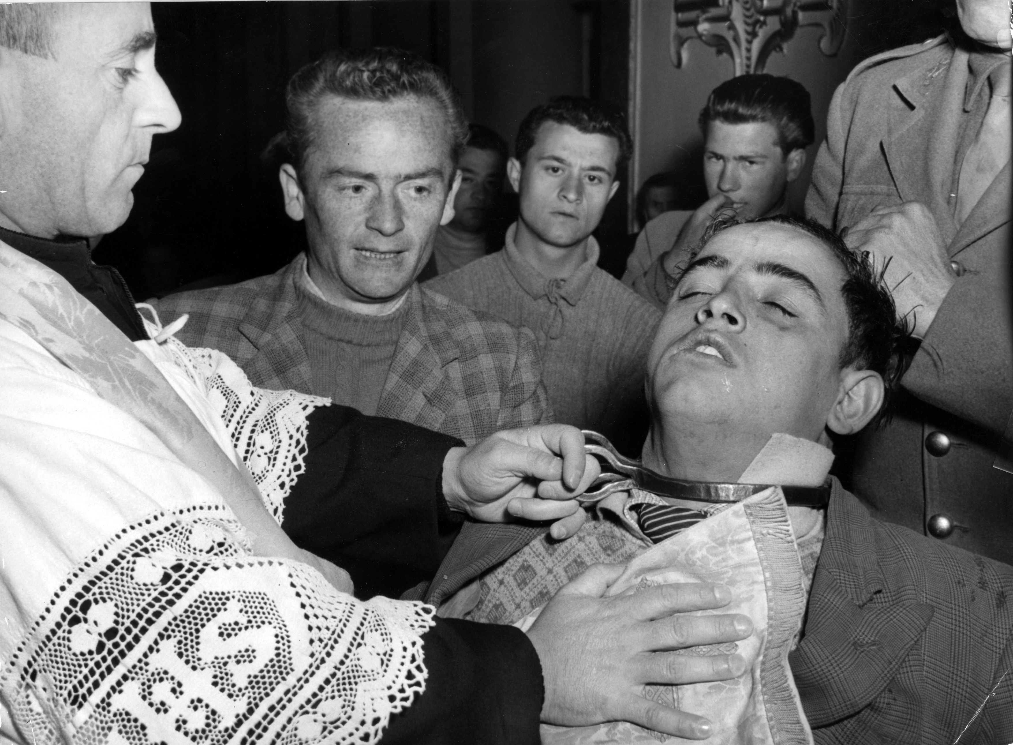 How to tell if you are possessed by a demon reveals exorcist big italian exorcism solutioingenieria Images