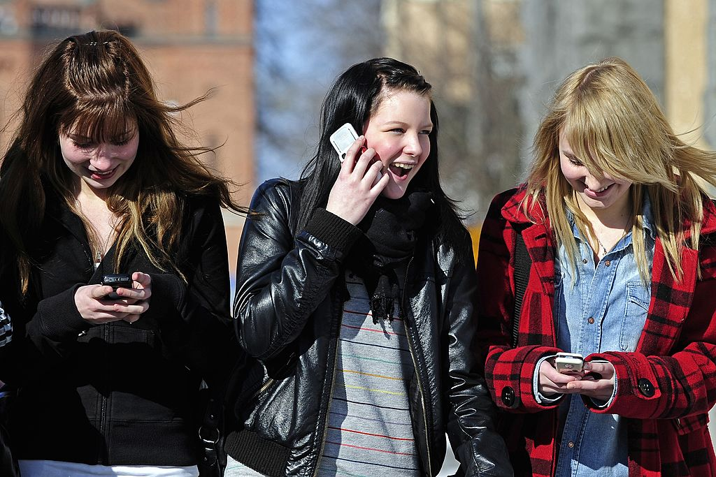 girls chatting on phone (Credit: Getty Images)